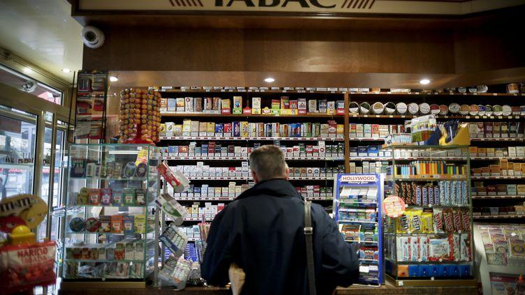 Dans un bureau de tabac de Paris, le 16 octobre 2014. (MAXPPP)