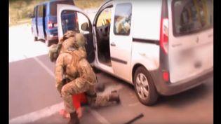 Capture d'écran d'une vidéo des services de secrets ukrainiens montrant l'arrestation d'un Français de 25 ans, à la frontière ukraino-polonaise, souponné de préparer 15 attentats en France durant l'Euro 2016. (SERVICES DE SECURITE DE L'UKRAINE)