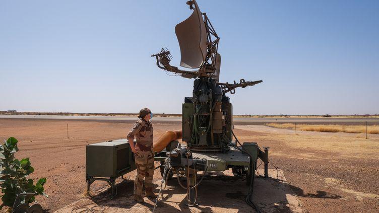 Un militaire français à Gao (Mali), dans le cadre de l'opération Barkhane. (FRED MARIE / HANS LUCAS / AFP)