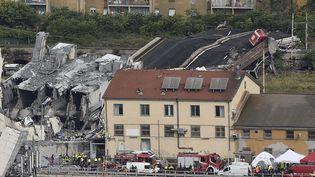 Le pont autoroutier de Gênes dont une portion s'est écroulée mardi 14 août a fait une trentaine de morts. (FLAVIO LO SCALZO/AP/SIPA)