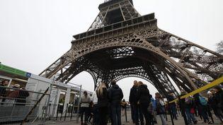 Le jeune Français de 19 ans a été arrêté samedi soir alors qu'il tentait de forcer les contrôles de sécurité à la tour Eiffel. (LP/ GUILLAUME GEORGES / MAXPPP)