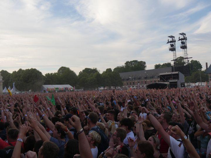 Les presque 40.000 personnesprésentes dans le public ont chanté à l'unisson tous les tubes du groupe. (Thomas Hermans / Franceinfo culture)