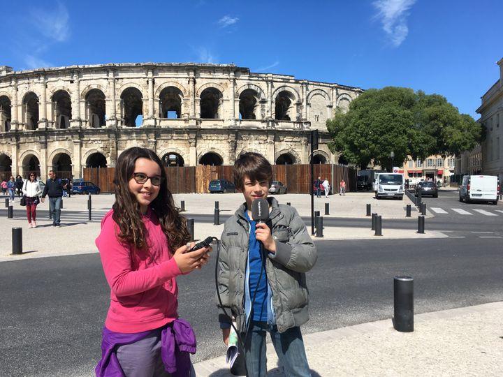 Mathilde et Paul jouent les guides à Nîmes. Visite des arènes. (INGRID POHU / RADIO FRANCE)