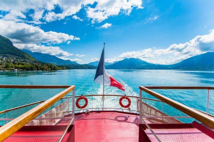 Croisière sur le Cygne, sur le lac d'Annecy. (Office du tourisme d'Annecy)