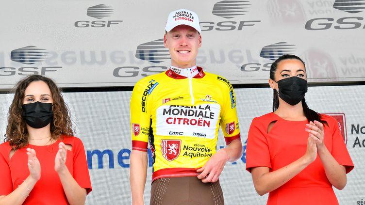 Dorian Godon conserve son maillot jaune (ici le 18 août 2021) à la veille de l'arrivée du Tour du Limousin. (THOMAS JOUHANNAUD / MAXPPP)