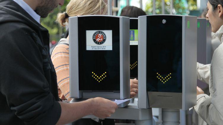 Les portiques d'entrée de Roland-Garros (JACQUES DEMARTHON / AFP)