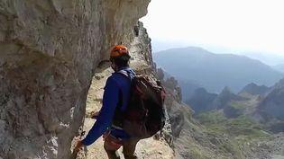 Direction l'Italie à la découverte de la région des Dolomites, célèbre pour ses nombreuses via ferrata, ces sentiers escarpés chargés d'histoire qui montent jusqu'à 3 000 mètres d'altitude. (FRANCE 2)