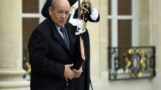 Le ministre de la Défense Jean-Yves Le Drian quitte l'Elysée, le 5 janvier 2015. (MARTIN BUREAU / AFP)