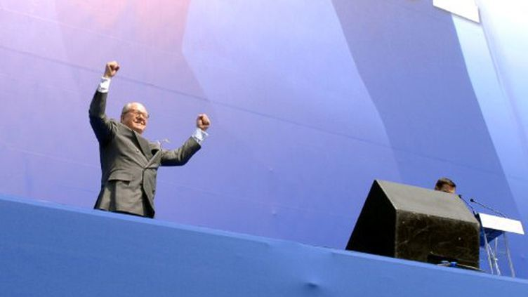 Jean-Marie Le Pen en campagne pour la présidentielle (1er mai 2007) (AFP/Martin Bureau)