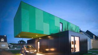 En Basse-Normandie, un entrepreneur peu scrupuleux a vendu plusieurs maisons à bas prix avant de laisser les chantiers à l'abandon. Plusieurs familles se retrouvent dans des situations très compliquées. (FRANCE 2)