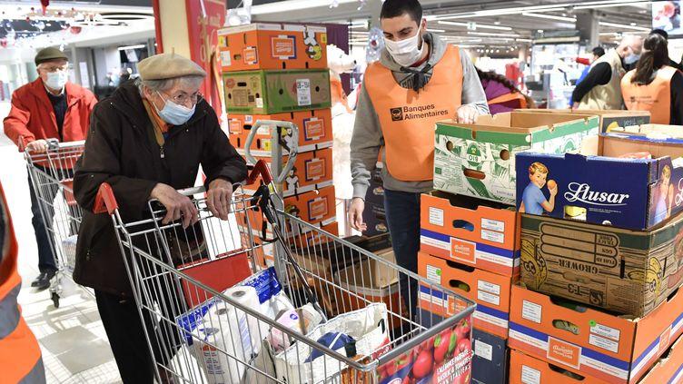 Rennes, le 27 novembre 2020. Lecentre commercial des Longs Champs à l'occasion des journées nationales de collecte de la Banque Alimentaire, le 27 et 28 novembre 2020. (THOMAS BREGARDIS / OUEST FRANCE / MAXPPP)