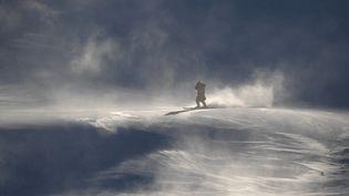 Les pentes où devait se dérouler l'épreuve du slalom géant féminin des Jeux olympiques de Pyeongchang, lundi 12 février, finalement reportée à jeudi à cause du vent. (MARTIN BERNETTI / AFP)