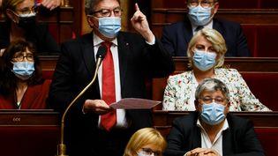 Jean-Luc Mélenchon, député du groupe de gauche La France insoumise, lors d'une séance de questions au gouvernement à l'Assemblée nationale à Paris, le 1er juin 2021. (THOMAS SAMSON / AFP)