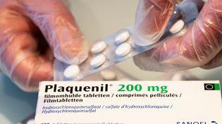 Une boîte de Plaquenil, médicament à base de chloroquine, dans une pharmacie belge, le 6 avril 2020. (BENOIT DOPPAGNE / BELGA MAG / AFP)