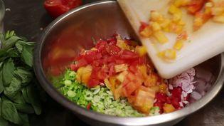 Toute la semaine, le 19/20 dévoile les secrets de recettes mythiques. Parmi elles : la salade niçoise, trésor de la ville. (CAPTURE ECRAN FRANCE 3)