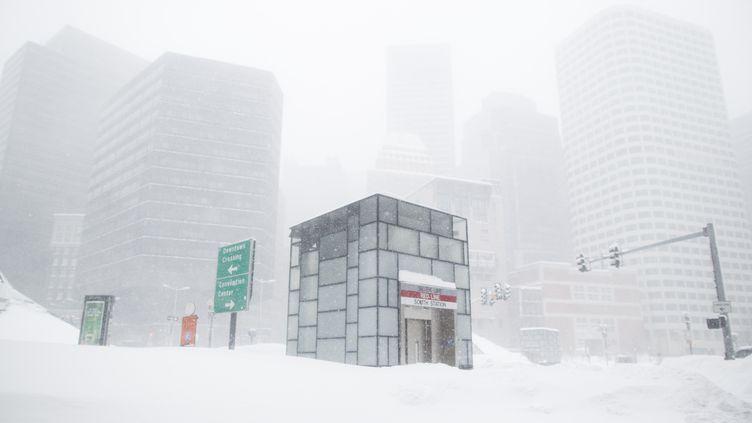 Boston sous la neige, le 15 février 2015. (SCOTT EISEN / GETTY IMAGES NORTH AMERICA / AFP)