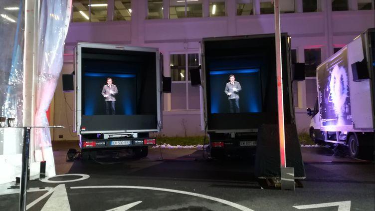 Des camions avec des hologrammes, lancés par La France insoumise, le 31 janvier 2019. (LAETITIA PISON / TWITTER)