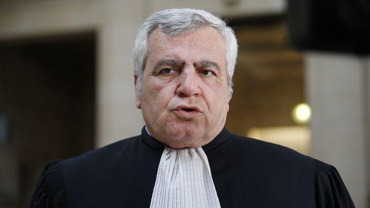 Thierry Herzog s'exprime depuis le palais de Justice de Paris, le 7 mars 2017. (GEOFFROY VAN DER HASSELT / AFP)