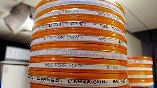 Des bobines de films en 2004 dans les laboratoires Eclair  (FRANCOIS GUILLOT / AFP)