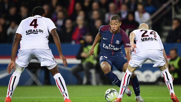 Kylian Mbappé avec le PSG face à Nice (MARTIN BUREAU / AFP)