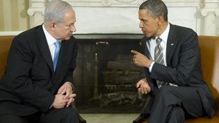 Le Premier ministre israélien, Benyamin Netanyahu (à gauche), et le président américain, Barack Obama, le 20 mai 2011 à Washington (Etats-Unis). (JIM WATSON / AFP)