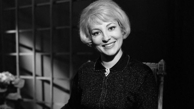 Jacqueline Caurat dans les légendaires studios de Cognacq Jay, à Paris (avril 1965) (ROBERT SIEGLER / INA / AFP)