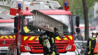 Une quarantaine de pompiers a du intervenir pour arrêter le feu. (Photo d'illustration) (KENZO TRIBOUILLARD / AFP)