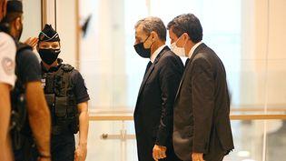 L'ancien président Nicolas Sarkozy arrive à l'audience du procès Bygmalion au tribunal de Paris, le 15 juin 2021. (CHRISTOPHE ARCHAMBAULT / AFP)
