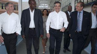 Le député du Val-d'Oise Philippe Houillon (à gauche)était chargé, dans l'équipe de campagne de François Fillon, des questions de justice. (HELENE VALENZUELA / AFP)
