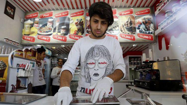 Les Nutella Bars poussent comme des champignons à Téhéran. (ATTA KENARE / AFP)