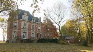 À Sailly-sur-la-Lys (Pas-de-Calais), un donateur anonyme a offert un château à la commune, avec une prime de2millions d'euros pour l'entretenir et faire des travaux. Un généreux présent qui laisse sans voix. (France 2)