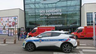 Le centre commercial deClaye-Souilly (Seine-et-Marne), samedi 10 juillet 2021 après l'agression de deux vendeurs d'une boutique de téléphonique par un homme armé d'un couteau. (MAXPPP)