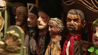 À l'approche du réveillon de Noël, France 3 a rencontré Sauveur Sebban, un antiquaire passionné de jouets anciens. Une passion qu'il a transmise à son fils. (france 3)