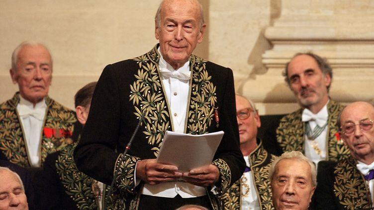 Valéry Giscard d'Estaing prononce un discours à l'Académie française en 2004. (ERIC FEFERBERG / AFP)