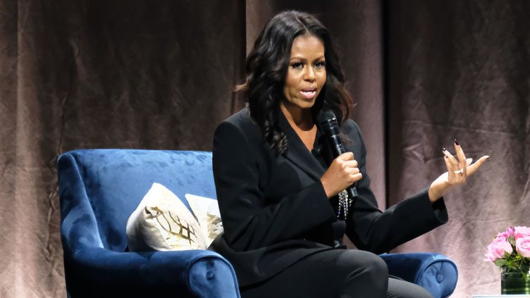 """Michelle Obama présente son livre """"Becoming"""" (en français """"Devenir""""), ici le 17 novembre à Washington.  (Paul Morigi / GETTY IMAGES NORTH AMERICA / AFP)"""