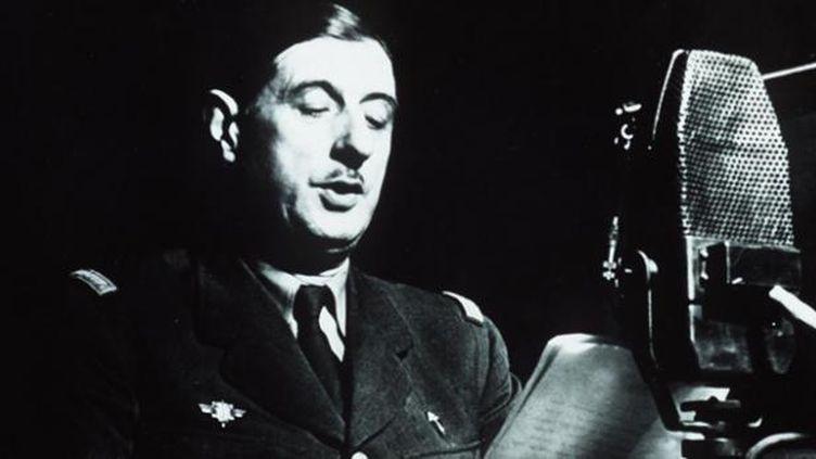 (Comme en juin 40, de Gaulle s'est exprimé à la radio le 6 juin 1944 © SIPA)