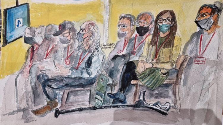 Au procès du 13-Novembre, le 17 septembre 2021, des parties civiles écoutent un extrait d'un enregistrement sonore de l'attaque du Bataclan, où 90 personnes ont été tuées, le soir du 13 novembre 2015. (ELISABETH DE POURQUERY / FRANCEINFO)