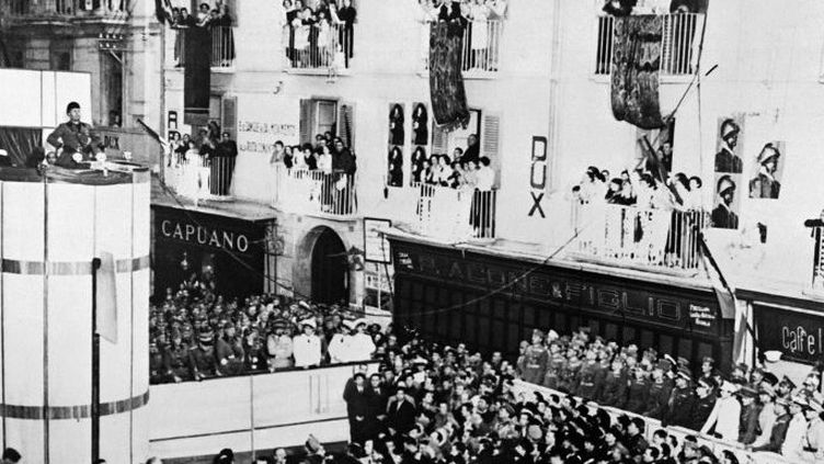 Discours de Mussolini le 3 septembre 1936 à Avellino. (FRANCE PRESSE VOIR / AFP)