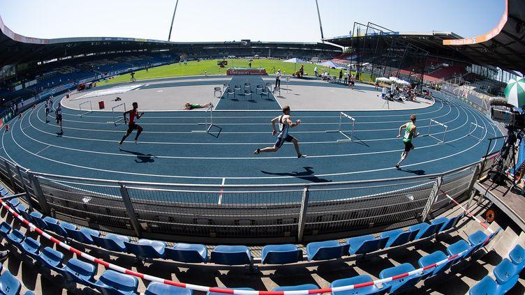 Compétition d'athlétisme devant des tribunes vides. (SWEN PF?RTNER / DPA)