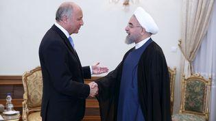 Le président iranien, HassanRohani, accueille le ministre français des Affaires étrangères,Laurent Fabius, le 29 juillet 2015 à Téhéran. (REUTERS)