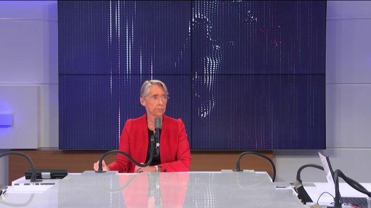 """Élisabeth Borne, ministre du Travail, de l'Emploi et de l'Insertion, était l'invitée du """"8h30 franceinfo"""", mardi 27 octobre 2020.  (FRANCEINFO / RADIO FRANCE)"""