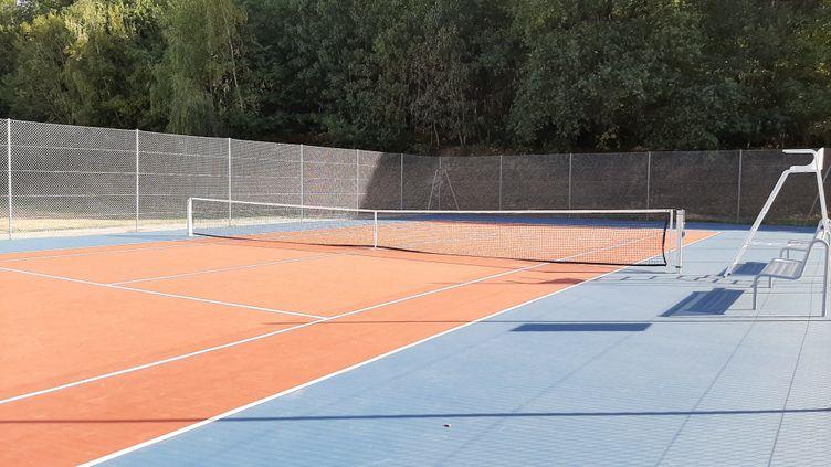 Un court de tennis déserté, dans la Creuse (photo d'illustration ). (SIMON CARDONA / FRANCE-BLEU CREUSE)