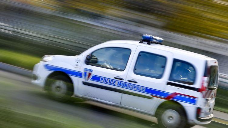 Un camion de police à Nantes, le 8 novembre 2017 (photo d'illustration). (LOIC VENANCE / AFP)