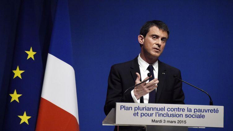 Manuel Valls dévoile le plan pour lutter contre la pauvreté, à Paris, le 23 mars 2015. (DOMINIQUE FAGET / AFP)