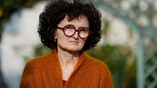 """L'écrivain française Marie-Hélène Lafon pose après avoir remporté le prix Renaudot pour son roman """"Histoire du fils"""" à Paris, le 30 novembre 2020. (THOMAS SAMSON / AFP)"""