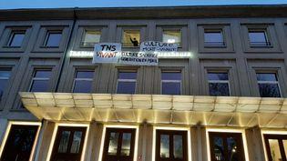 Les élèves du Théâtre national de Strasbourg occupent leur école le 10 mars 2021 pour protester contre la fermeture des lieux culturels. (CORINNE FUGLER / RADIO FRANCE)