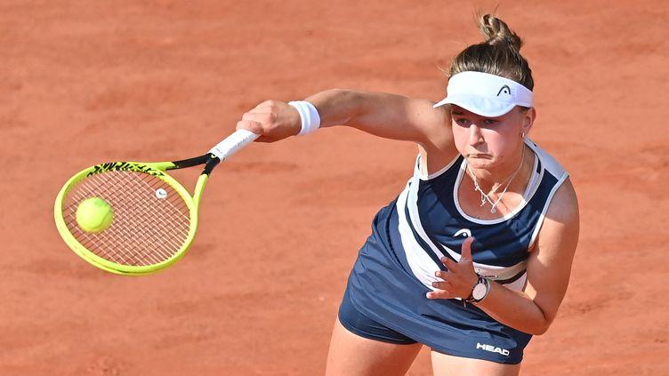 Barbora Krejcikova à l'occasion de la demi-finale de Roland-Garros, jeudi 10 juin 2021. (MUSTAFA YALCIN / ANADOLU AGENCY / AFP)