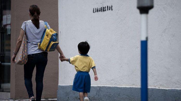 Le «hukou», le permis de résidence, est un sésame indispensable à une citoyenneté normale en Chine. (PHILIPPE LOPEZ / AFP)