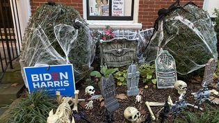 Dans le quartier de Georgetown à Washington lors d'Halloween, le 31 octobre 2020. (GREGORY PHILIPPS / RADIO FRANCE)