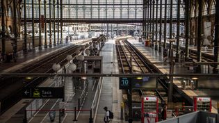 Les quais vides de la gare du Nord, le 24 avril 2018, lors d'une journée de grève à la SNCF. (CHRISTOPHE SIMON / AFP)